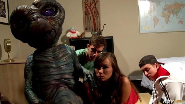 Инопланетянин (Порно Пародия): Студенты трахаются в аудитории