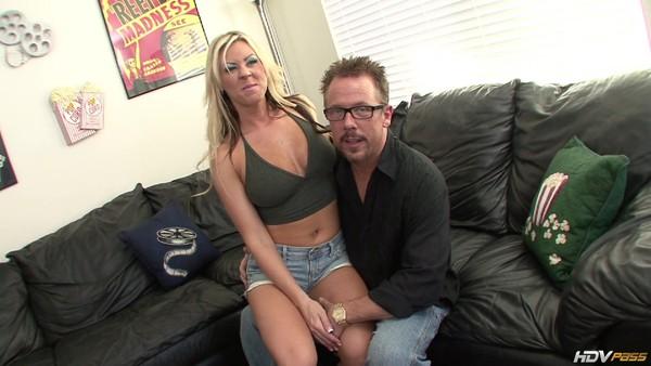 Мужчина занялся классным сексом с горячей блондинкой