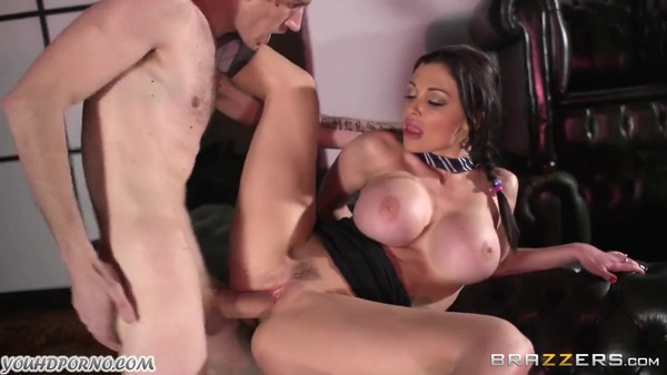 Danny D трахает сексуальную брюнетку Aletta Ocean
