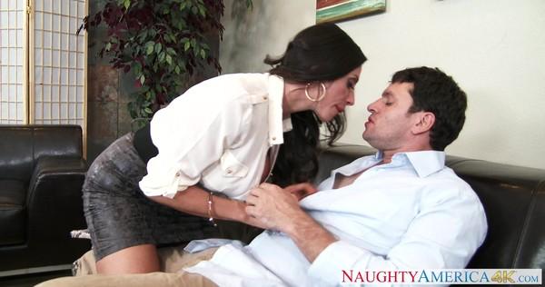 Жаркий секс с любовником в офисе