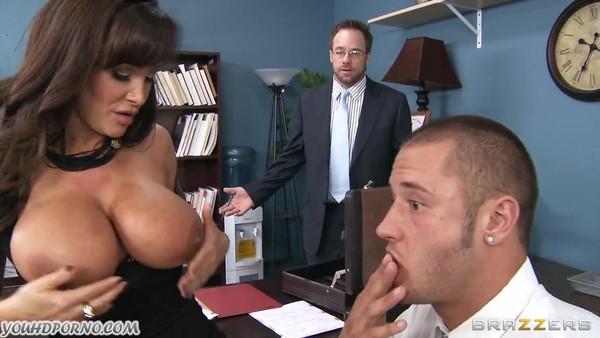 Начальница Лиза Энн соблазнила на анальный секс в кабинете подчиненного