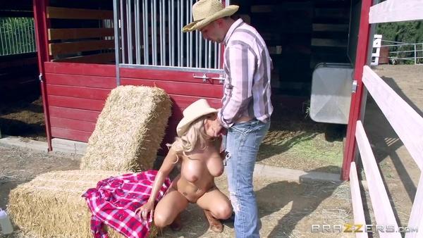 Анальный секс с загорелой красавицей на ранчо