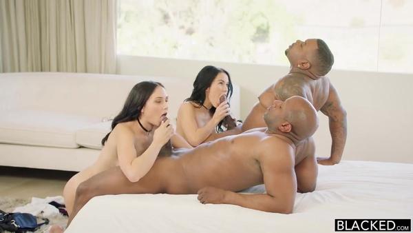 Изумительные брюнетки и темнокожие парни устроили классную групповуху