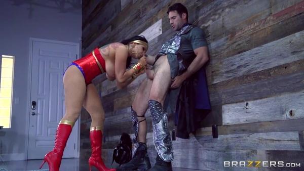 Wonder Woman (порно пародия): принцесса Диана дает в попку