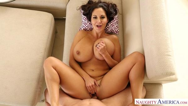 Восхитительная женщина Ава Аддамс в порно от первого лица