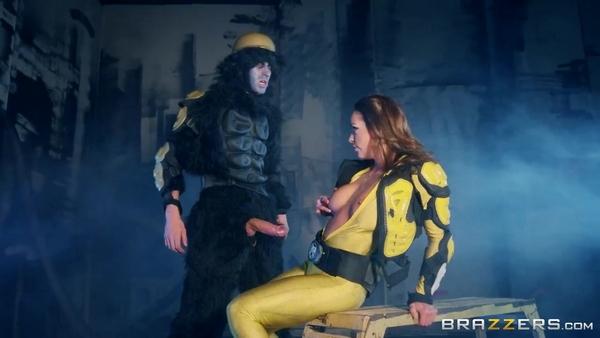 Могучие Рейнджеры (4 часть): Рейнджер Abigail Mac прыгает на член