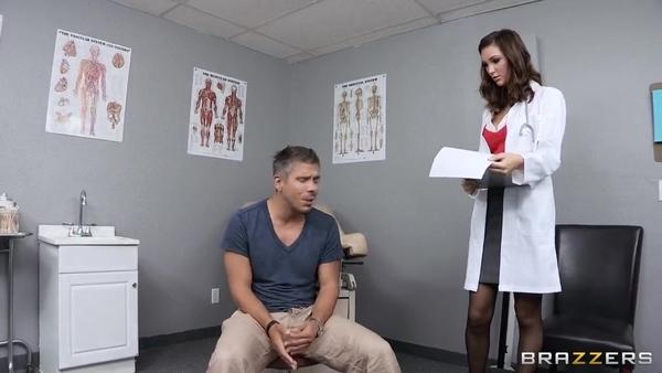 Хорошенькая докторша отдалась пациенту в анальный проход