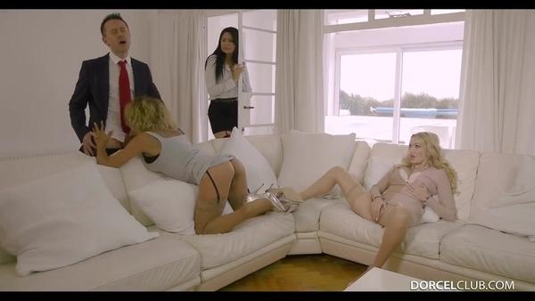 Состоятельный мужчина развлекается с элитными проститутками
