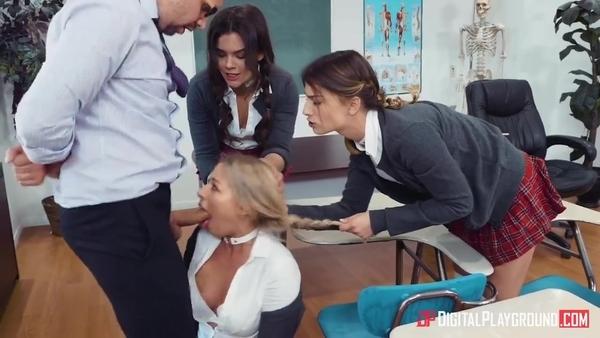 Порно колледж. Преподаватель приучает студенток к аналу