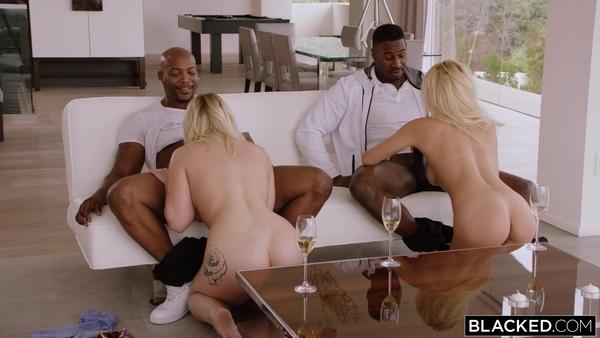 Групповой секс темнокожих парней и блондинистых красоток