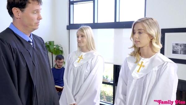Горячий трах симпатичной девушки на уроке в духовной семинарии
