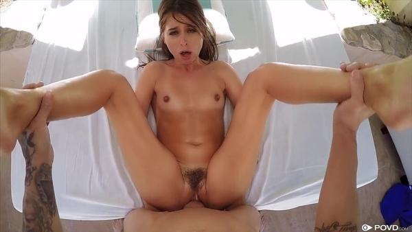 Красивый POV секс с раскрепощенной девушкой с маленькими сиськами