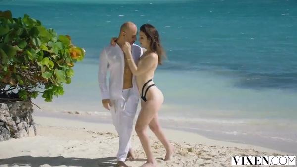 Отличный отдых с любовницей на берегу океана