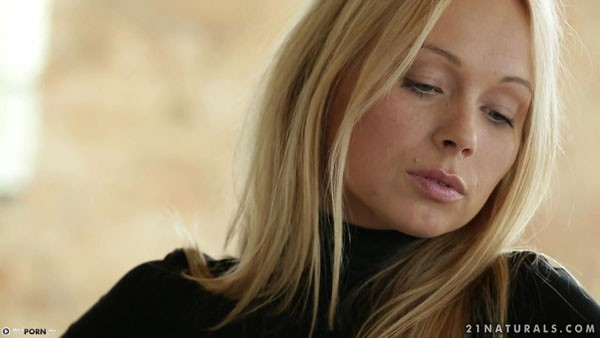 Великолепный секс на диване с Lina Napoli