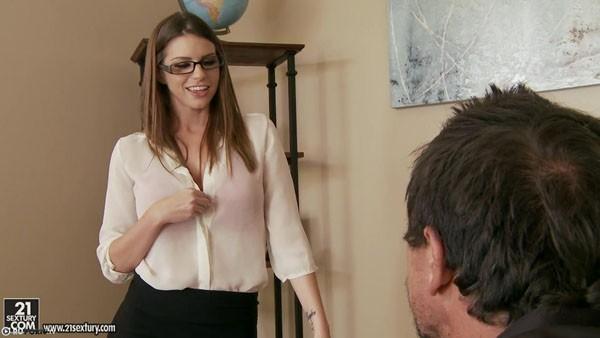 Пылкий секс грудастой секретарши и босса