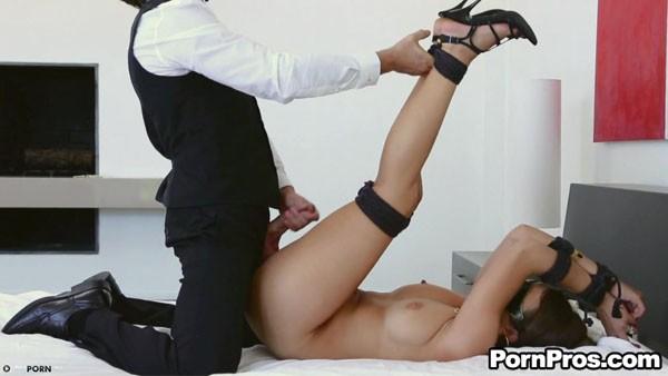 Секс странного парня и его рабыни
