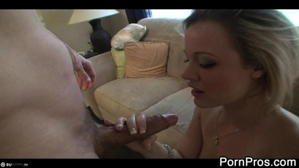 Жасмин Джоли сосет пенис и чпокается с хахалем