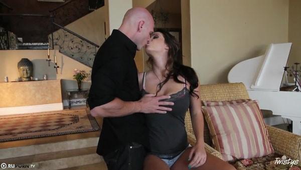 Лысый мужик и красотка в отличном порно