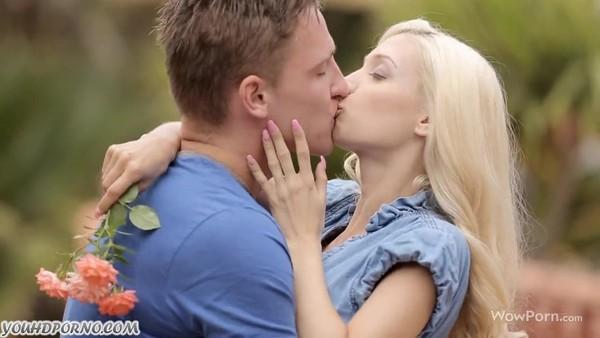 Чувствительный секс блондинки и молодого красавчика