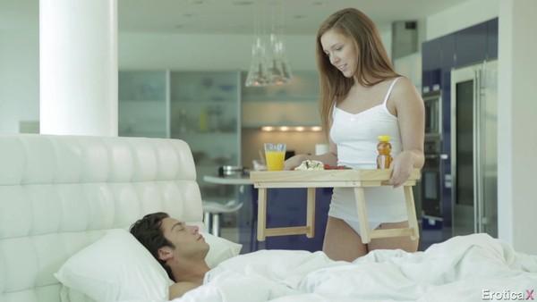 Вместо завтрака парнишка поимел сладенькую подружку