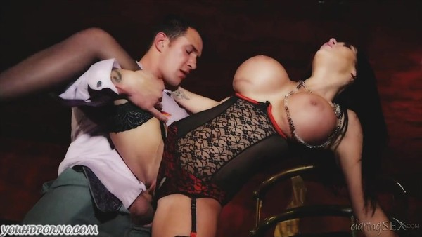 Мужик сношается с очень дорогой проституткой в чулках