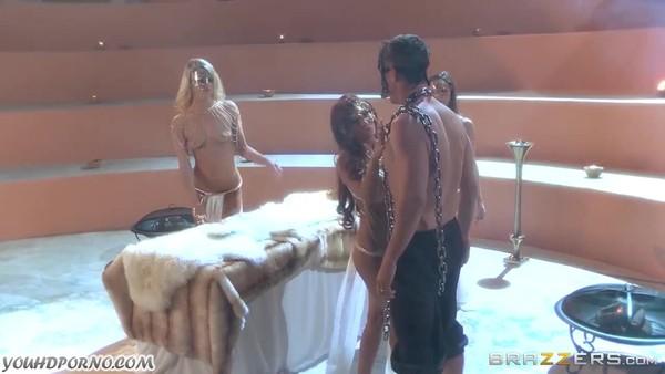 Клеопатра занимается анальным сексом с рабом