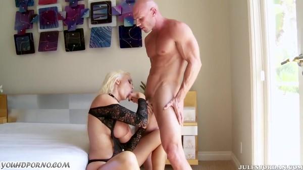 Жесткий трах потрясающей порно актрисы с большим бюстом
