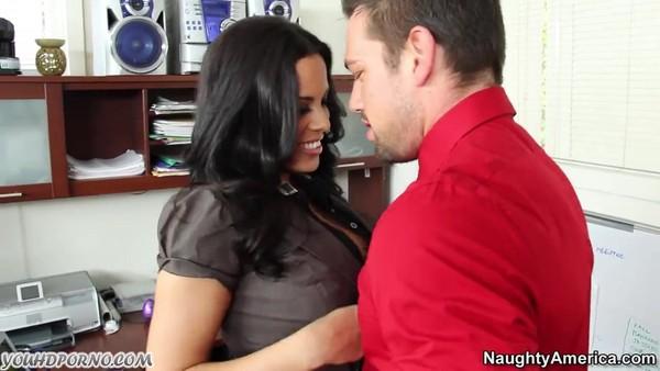 Босс предложил аппетитной секретарше секс